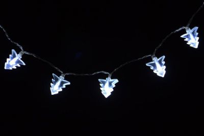 Świąteczne oświetlenie – drzewka świąteczne – zimny biały