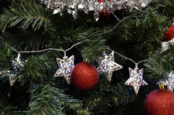 Świąteczne oświetlenie LED – srebrne gwiazdki – zimny biały 20 LED