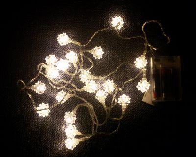 Świąteczny świetlny łańcuch - śnieżne gwiazdki, ciepła biel